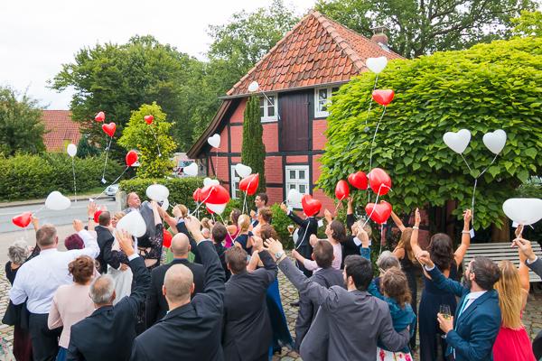 ballonfliegen auf hochzeit in burgwedel
